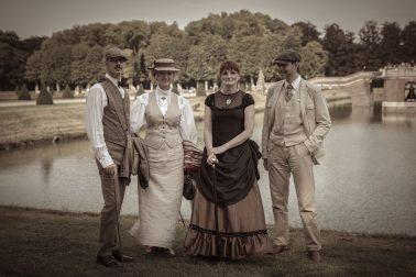 Ausflug nach Nordkirchen - 4 Personen in Steampunk-Kleidung