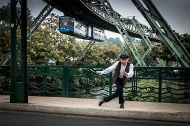 Steptänzer mit Stepschuhen an der Werther Brücke