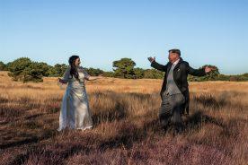 Hochzeitspaar in der Heide