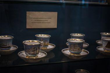 Rickmer Rickmers - Schaukasten mit Tassen
