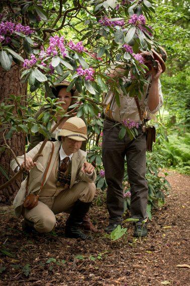 Botanischer Garten - 3 Personen in Steampunkkleidung