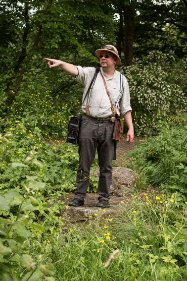 Botanischer Garten - 1 Person in Steampunkkleidung