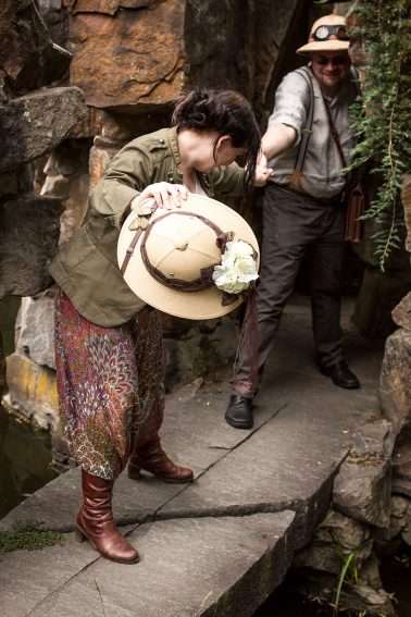 Botanischer Garten, Steinlandschaft, Steampunk-Indiana Jones