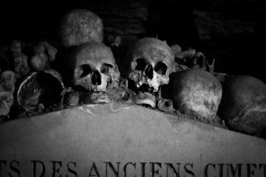 Paris Catacombes - Schädel und Knochen