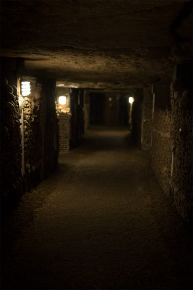 Paris Catacombes - Gang in den Katakomben